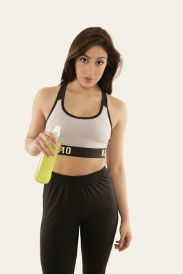 Poster Mädchen em Sportkleidung mit Trinkflasche