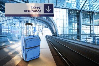 Poster Mala de viagem azul na estação ferroviária