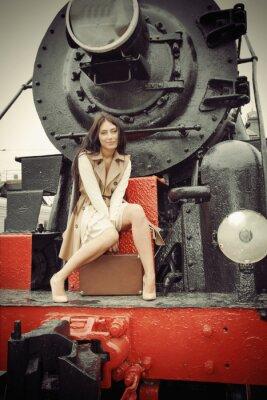 Poster menina sentada em um trem do vintage