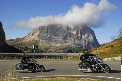 Poster Motocicleta na estrada passe Passo Gardena