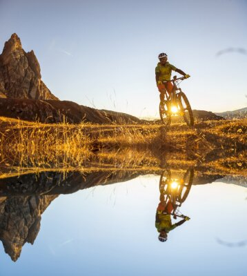 Poster Mountain bikers no lago