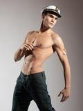 Muito atraente modelo masculino novo top naked com um tampão de marinheiro 19926cb559d