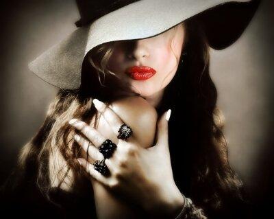 Poster Mulher bonita sexy com lábios vermelhos, beijo de jóias vintage