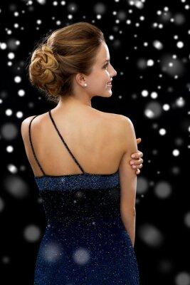 Poster mulher, sorrindo, vestido de noite