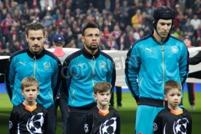 Poster Munique - 4 de novembro: Mathieu Debuchy, Gabriel Paulista e Pet Cesh Na Liga dos Campeões Partida do Bayern de Munique - Arsenal FC na Allianz Arena 4 de novembro de 2015 Munique, Alemanha