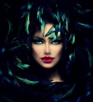 Poster Mysterious Woman Portrait. Modelo bonito da face da mulher do close up