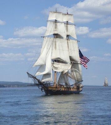 Poster Navigação alta do navio com a bandeira americana no Blue Waters