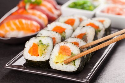 Poster peças de sushi com pauzinhos