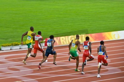 Poster Pequim, China - 18 de agosto de 2008: O campeão olímpico Usain Bolt trilhas o pacote antes de definir um novo recorde mundial
