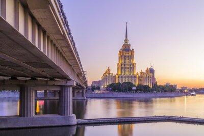 Poster Pink pôr do sol no hotel Ucrânia em Moscou noite