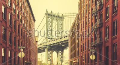 Poster Ponte estilizado retro de Manhattan vista de Dumbo, New York.