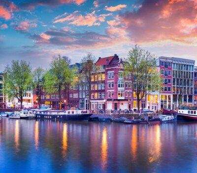 Poster Por do sol colorido do primavera nos canais de Amesterdão