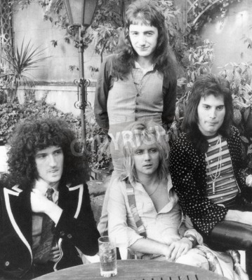 Poster QUEEN - grupo do Reino Unido em 1976, a partir de l Brian May, Roger Taylor, John Deacon e Freddie Mercury