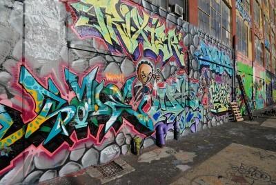 Poster Queens, New York - 7 de outubro de 2010: Cinco Pointz, considerado a meca graffiti em Queens, Nova York, é um espaço para exposições ao ar livre com numerosos artistas de graffiti.