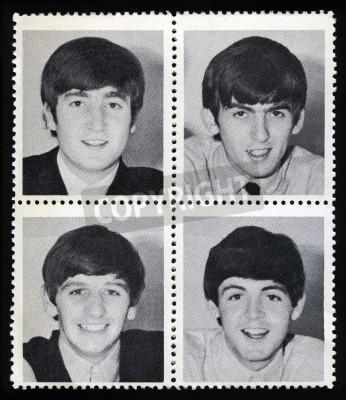 Poster REINO UNIDO - CERCA DE 1963: Selos da mercadoria Vintage cada um retratando uma imagem de um membro do 'The Beatles', circa 1963