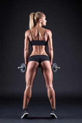 Poster Retrato de uma bela atleta da menina com um haltere no estúdio