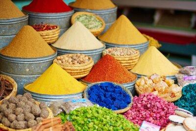 Poster Seleção das especiarias em um mercado marroquino
