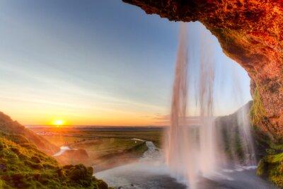 Poster Seljalandsfoss Cachoeira ao pôr do sol, a Islândia