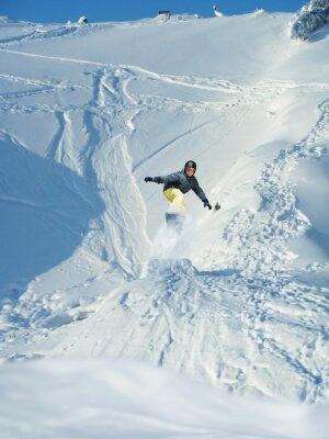 Poster Snowboarding. Montanha-esquiador salta. Um monte de copyspace