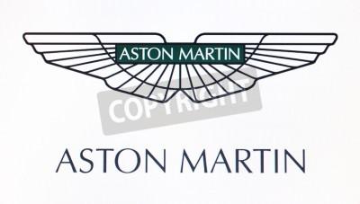 Poster St. Petersburg, Russia-10 de fevereiro de 2015: Aston Martin logotipo na tela. É uma marca mundialmente famosa.