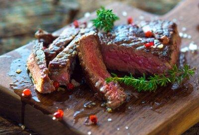 Poster Steak filé suculento com ervas frescas