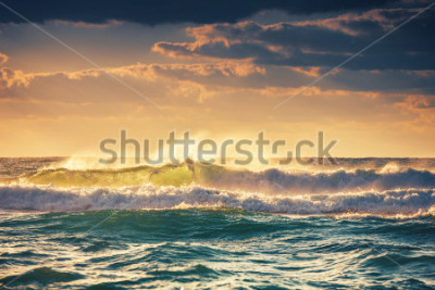 Poster Sunrise and shining waves in ocean