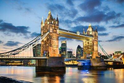 Poster Tower Bridge, em Londres, Reino Unido durante a noite