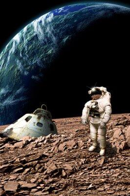 Poster Um astronauta encalhado examina sua situação - Elementos desta imagem fornecidos pela NASA.