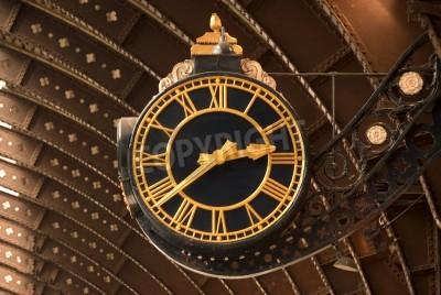 Poster Um relógio antigo preto e Estação Ferroviária de Ouro