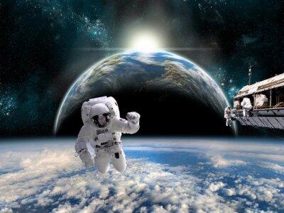 Poster Uma equipe de astronautas trabalha em uma estação espacial - Elementos desta imagem fornecidos pela NASA.
