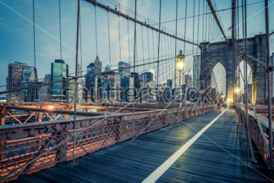 Poster Uma ponte de Brooklyn em uma noite, NYC.