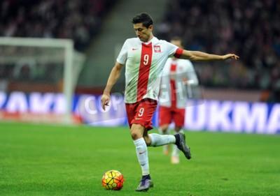Poster VARSÓVIA, POLÓNIA - 13 DE NOVEMBRO DE 2015: Campeonato Europeu EURO 2016 Amistoso Polónia - Robert Lewandowski Icelandop