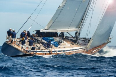 Poster velejar vela barco em regata