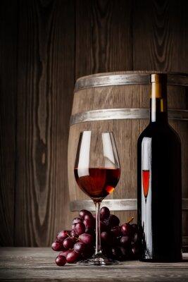 Poster Vidro do vinho vermelho com frasco e em pé barril