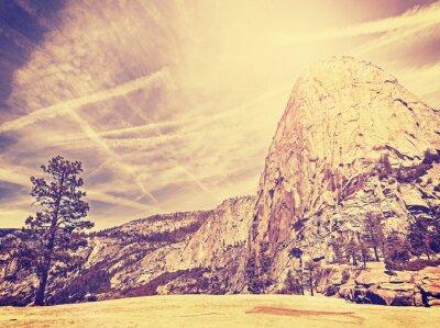 Poster Vintage fundo estilizado natureza montanha, EUA.