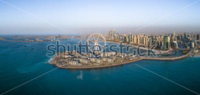 Poster Vista aérea panorâmica da roda gigante na ilha de Bluewaters em Dubai, Emirados Árabes Unidos
