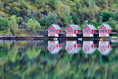 Poster Vista panorâmica do lago e pesca cabanas em Flam, Noruega