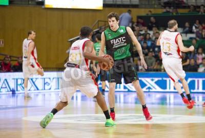 Poster Guillem Vives de Joventut na ação no fósforo espanhol Basketball League entre Joventut e Zaragoza, contagem final 82-57, em 13 de abril de 2014, em Badalona, Espanha