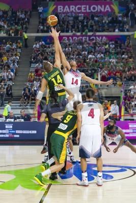 Poster Jonas Valanciunas e Anthony Davis na ação no jogo de basquete FIBA Copa do Mundo entre EUA Team e Lituânia, contagem final 96-68, em 11 de setembro de 2014, em Barcelona, Espanha