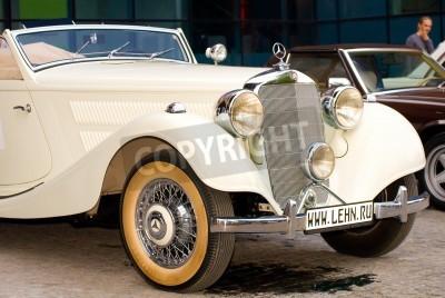 Poster MOSCOVO - MAIO 15: Vintage Mercedes-Benz 320 Cabriolet A (1939) Mercedes em exposição no �Mercedes-Benz Day-2010� Classic, enorme comício oldtimer, Moscovo, Rússia, em 15 de maio de 2010