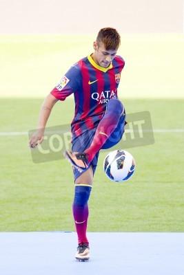 Poster Neymar Júnior, um novo jogador do FC Barcelona, posa para os fotógrafos durante sua apresentação oficial no estádio Camp Nou, em 03 de junho de 2013 em Barcelona, Espanha