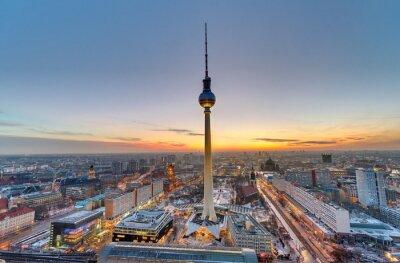 Quadro A torre famosa da televisão em Berlim no por do sol