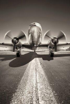 Quadro aeronaves históricas estão à espera de decolar em uma pista