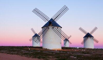 Quadro Alguns moinhos de vento no campo na noite