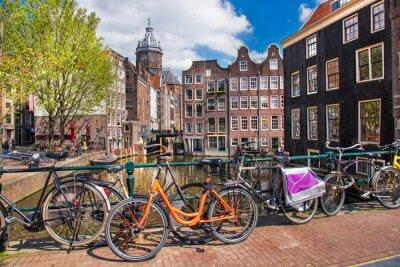Quadro Amesterdão com bicicletas sobre a ponte na Holanda