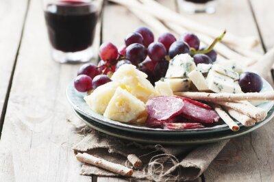 Quadro Antipasto com queijo, salsicha e uva