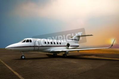 Quadro Avião de avião privado no aeroporto. Com fundo do sol