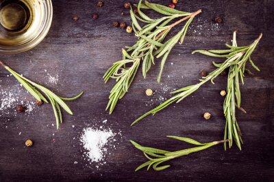 Quadro Azeite com alecrim, pimenta e sal. Ingredientes mediterrânicos.