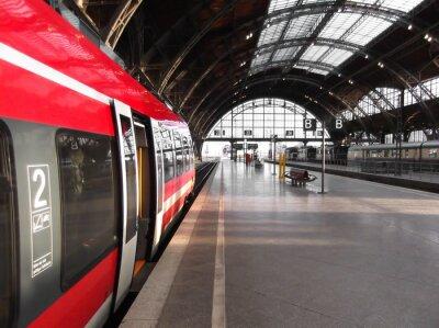 Quadro Bahn hält in Bahnhof