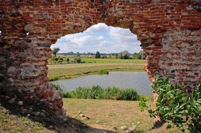 Quadro Besiekiery, Ruiny gotyckiego zamku, Polska